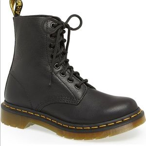 NWOT! Dr. Martens Pascal Boot